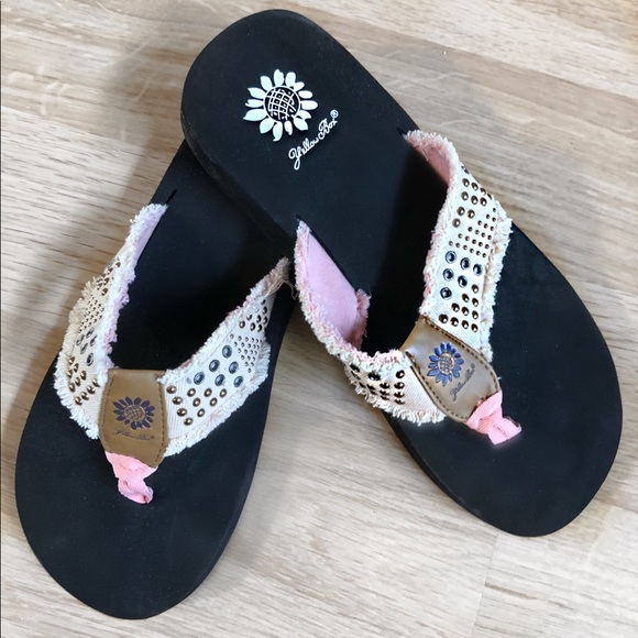 533888463 Yellow Box Pink Sandals. M 5ad9ec303b16089322a4eead